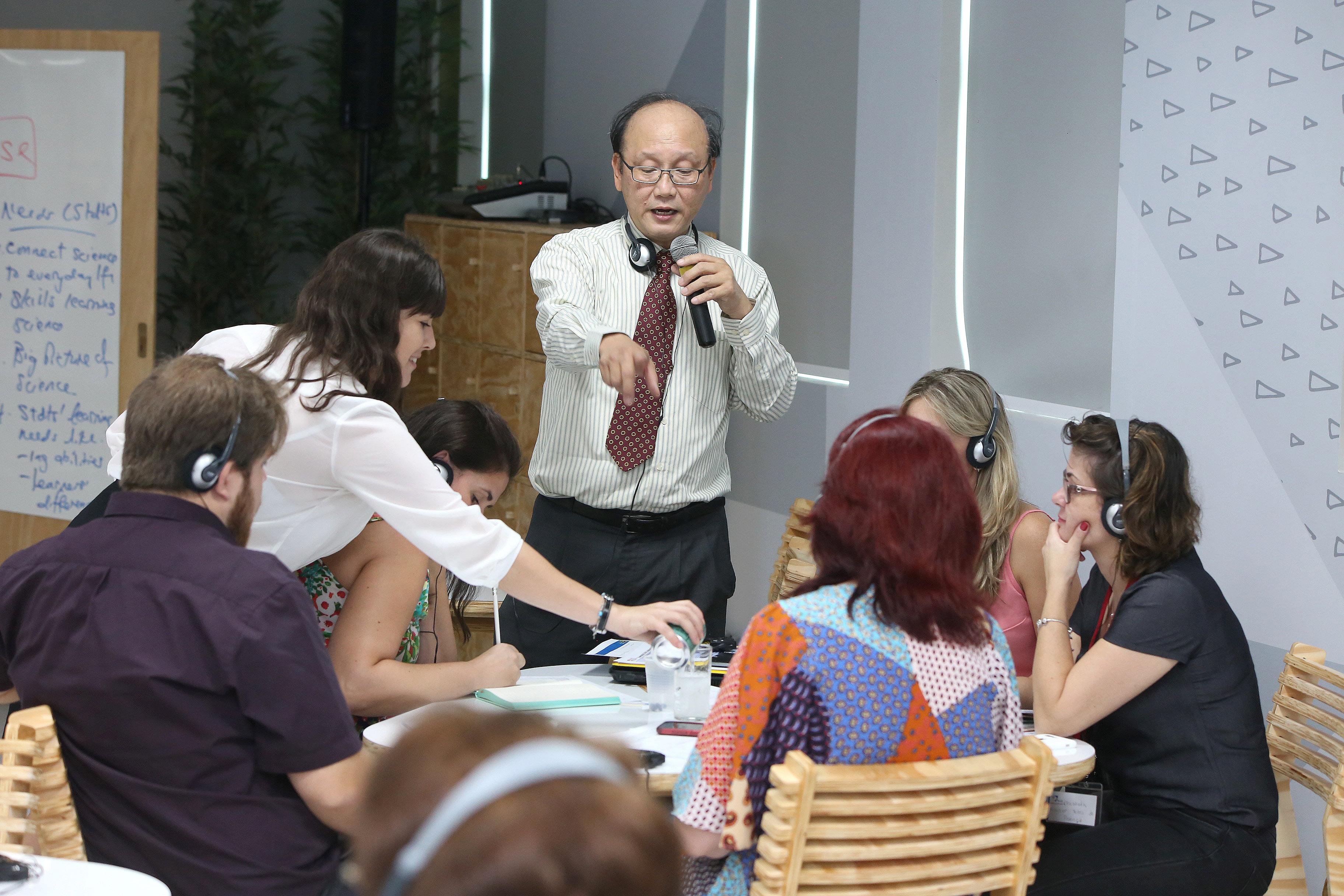 Com apoio de Singapura, projeto inédito no País forma professores de ciênc...