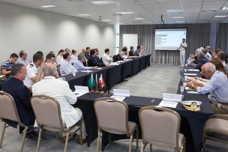 Contra-almirante Luiz Carlos Delgado detalhou os projetos, informando quais as principais necessidades para executar cada um. Foto: Filipe Scotti