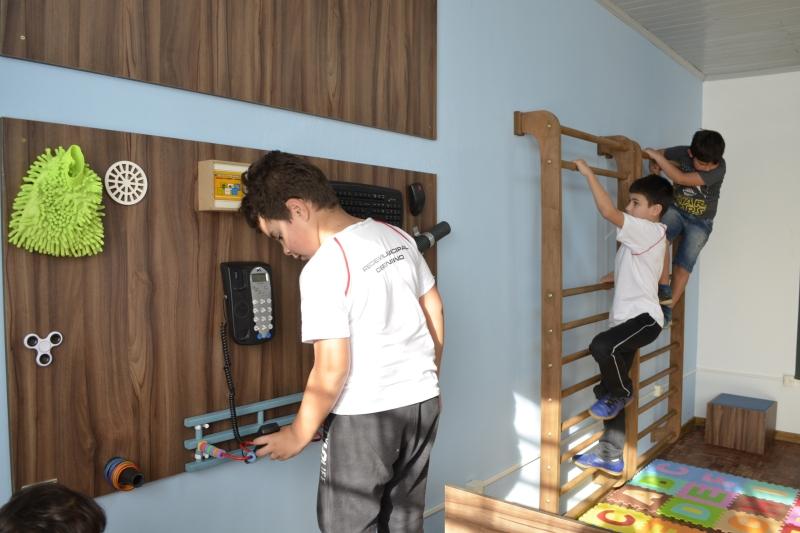 SENAI entrega sala para desenvolver habilidades de alunos autistas