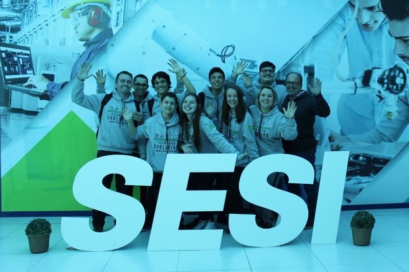 Estudantes de SC embarcam nesta quarta (10) para torneio internacional de robó...