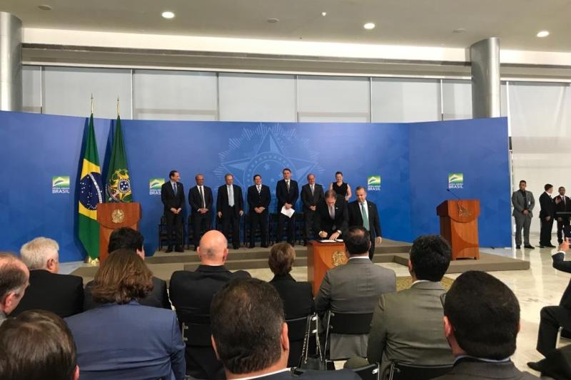 Na cerimônia no Palácio do Planalto, presidente da FIESC e Secretário da Previdência assinam termo de cooperação técnica