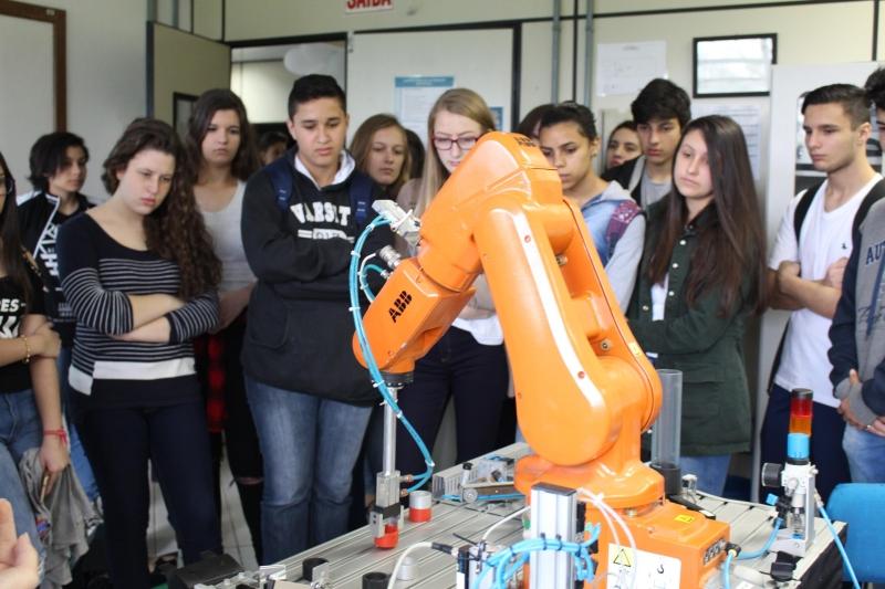 Mundo SENAI apresenta oportunidades de carreiras tecnológicas na indústria