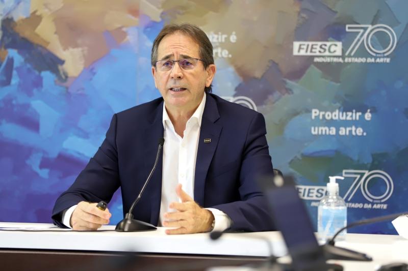 Presidente da FIESC, Mario Cezar de Aguiar, durante apresentação dos indicadores econômicos (foto: Filipe Scotti)