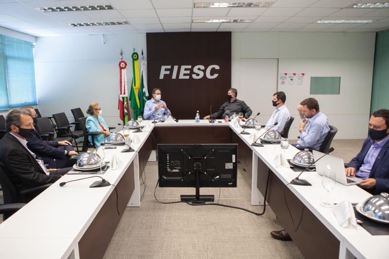 FIESC debate desenvolvimento com prefeituras da Capital e de Balneário Cambo...